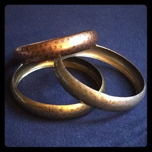 Jewelry - Set of three mixed metal bangles